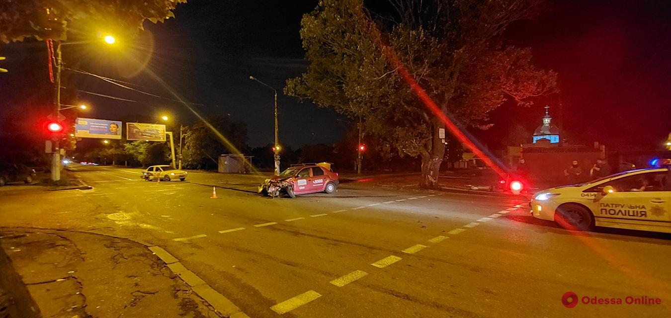 На поселке Котовского в результате ДТП снесли светофор