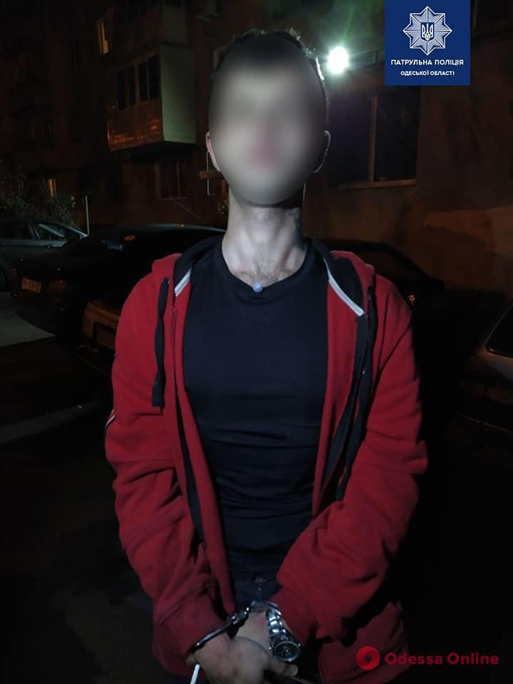 На Таирова патрульные задержали закладчика под кайфом