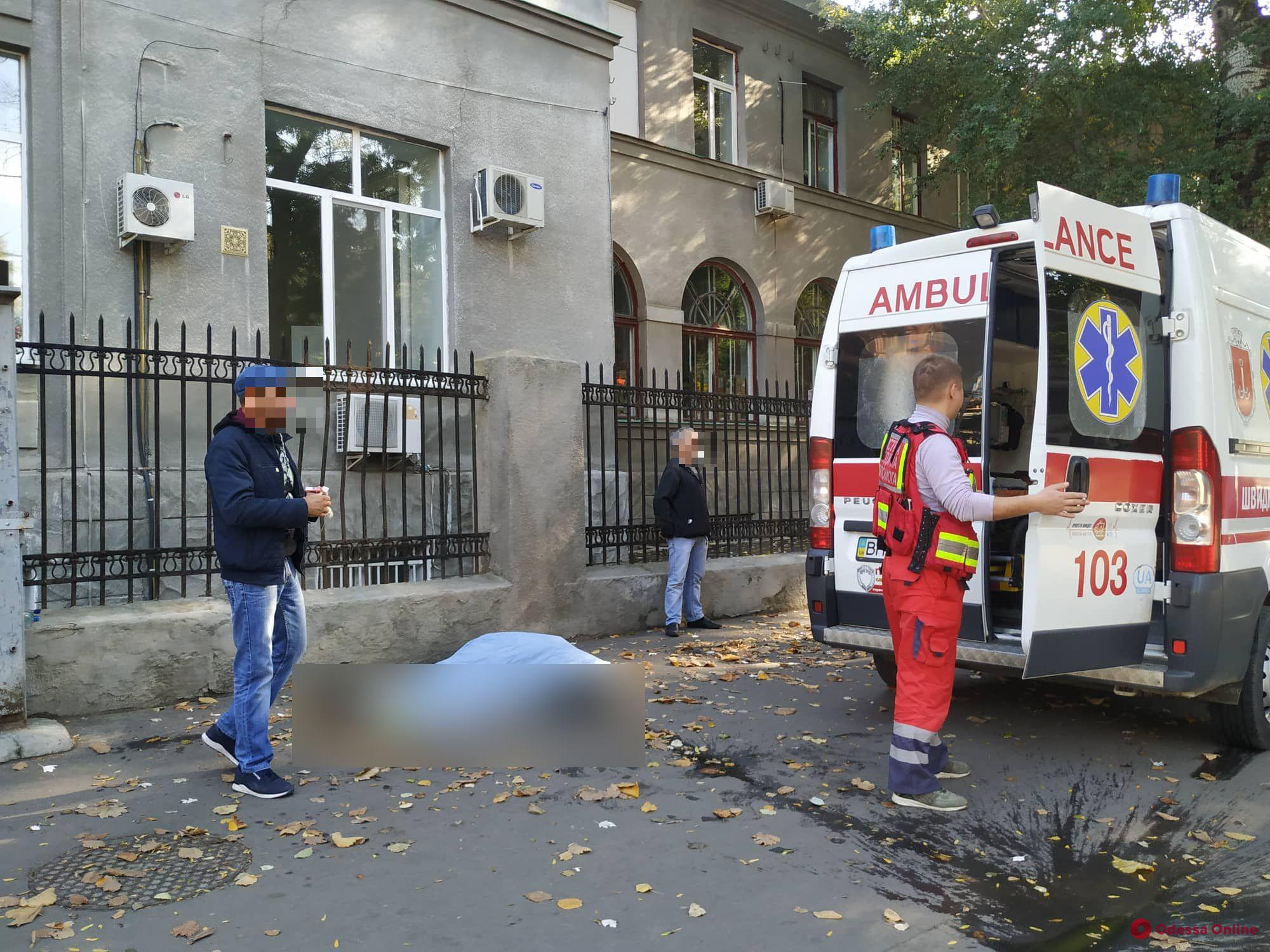 В Одессе прямо на улице умерла женщина