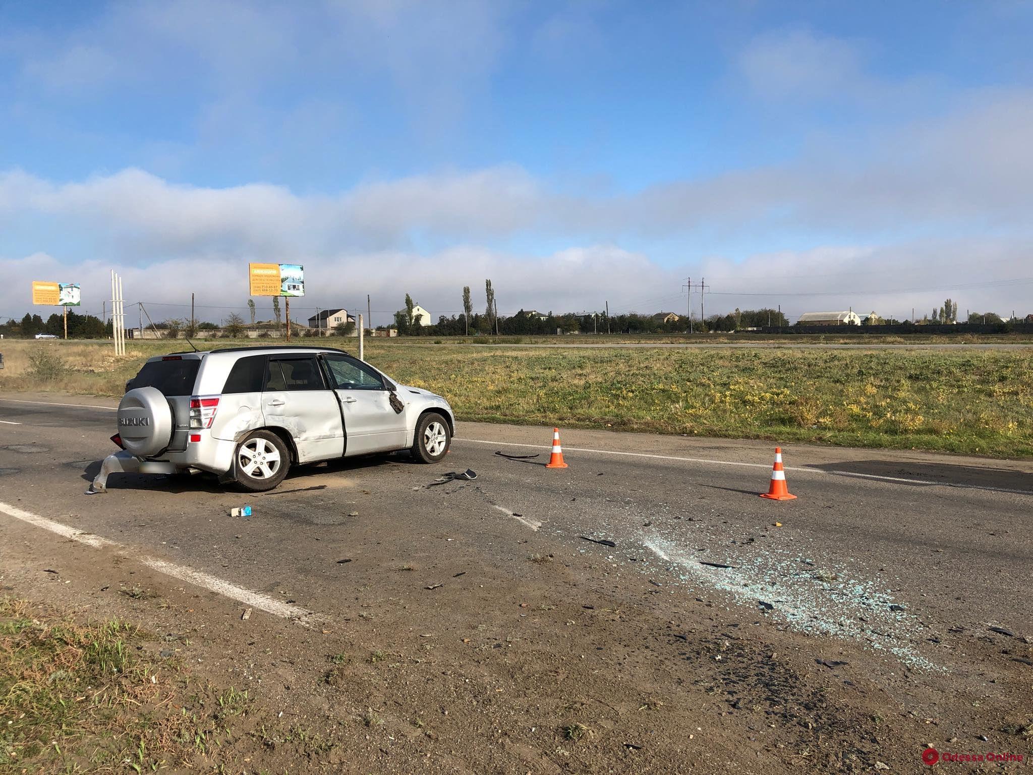 Под Одессой столкнулись Suzuki и Volvo — есть пострадавшие
