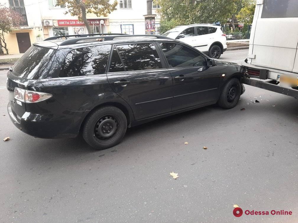 На проспекте Шевченко легковушка «догнала» маршрутку