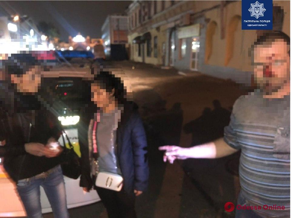 В центре Одессы две грабительницы напали на прохожего