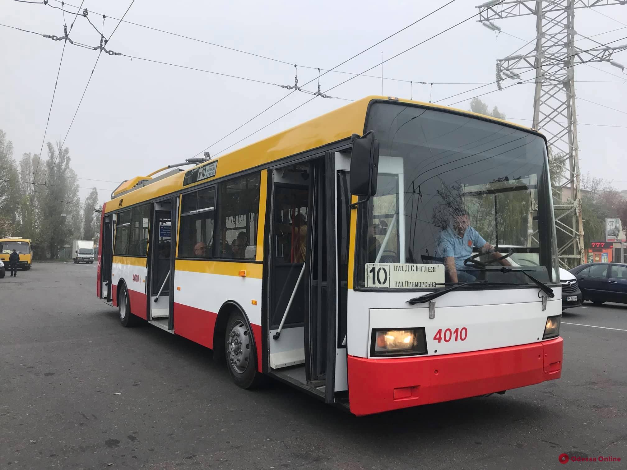 Экологично и экономично: в Одессе запустили первый электробус (фото, видео)
