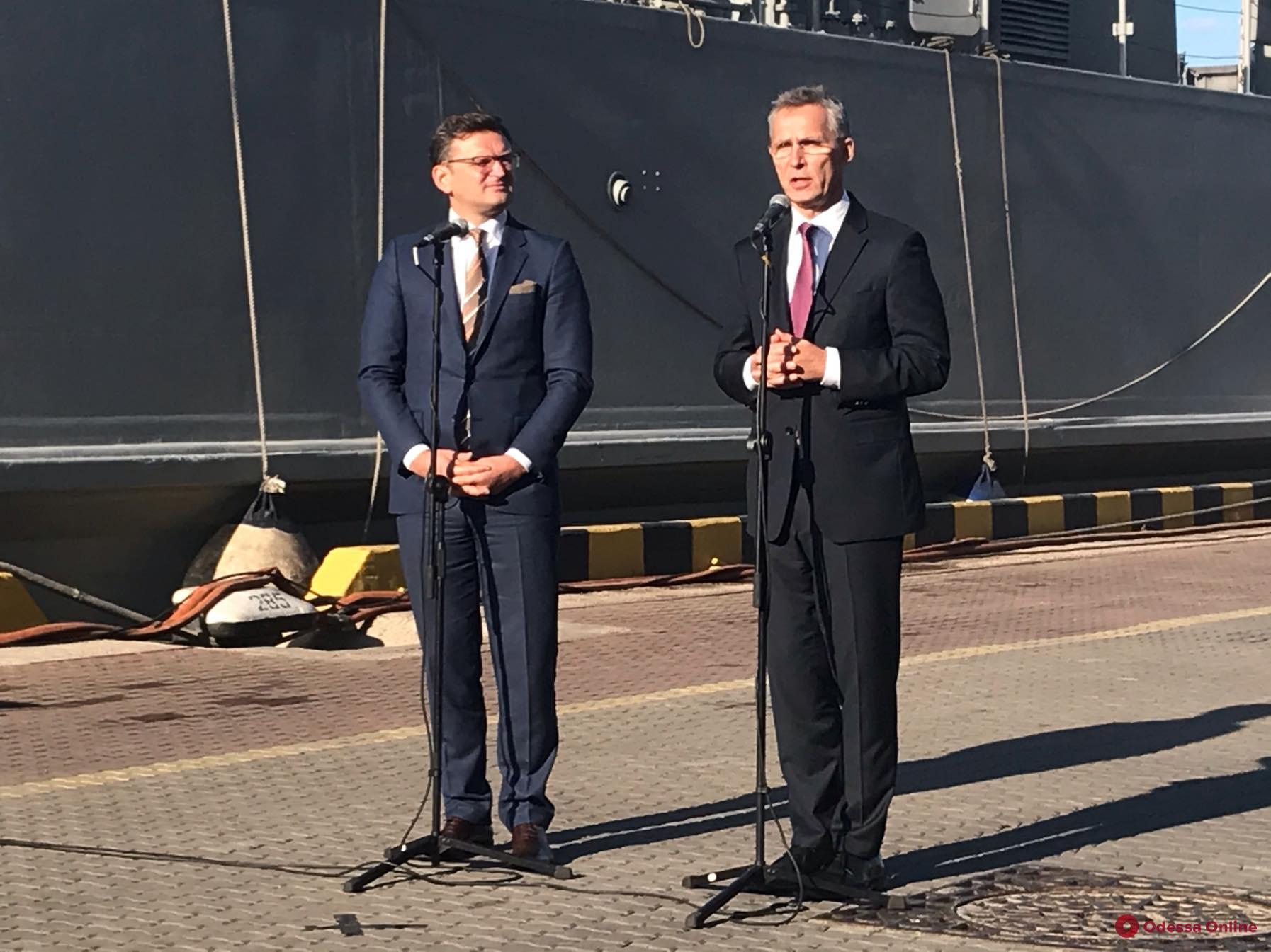 Генсек НАТО в Одессе осудил агрессию РФ в Черном море