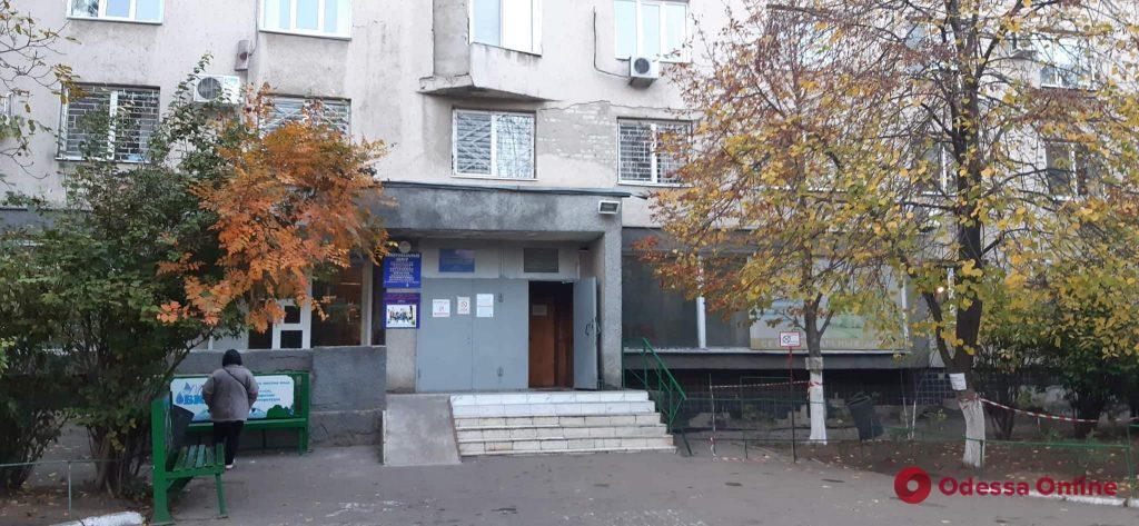 В Одесской области уволили медсестру, которая присматривала за выпавшими из окна детьми