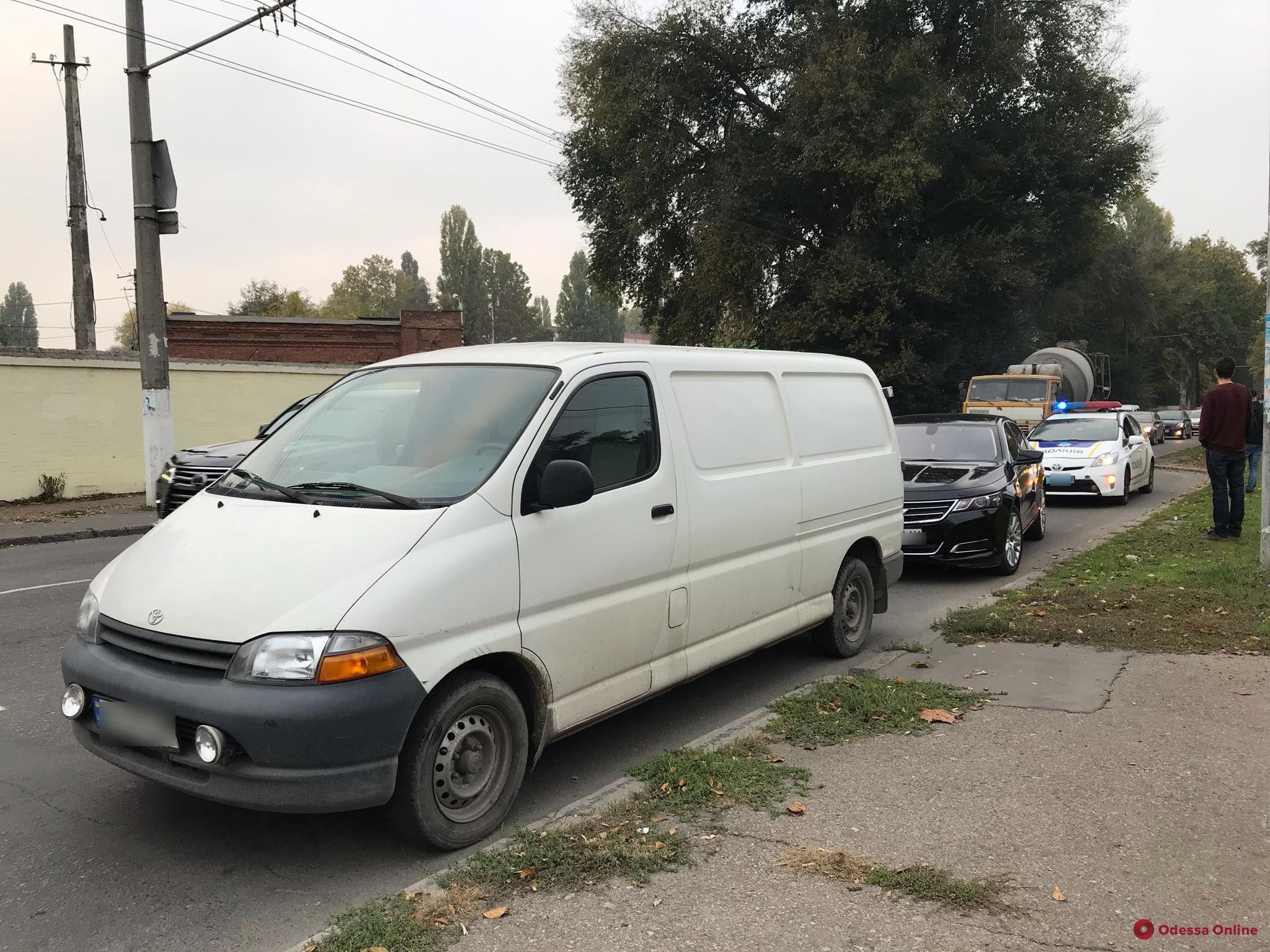 В Одессе столкнулись легковушка и микроавтобус