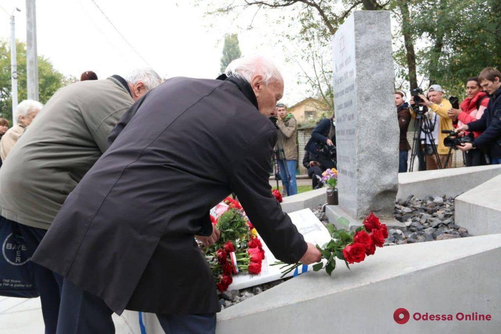 В Одессе возложили цветы к памятнику жертвам нацизма (фото)