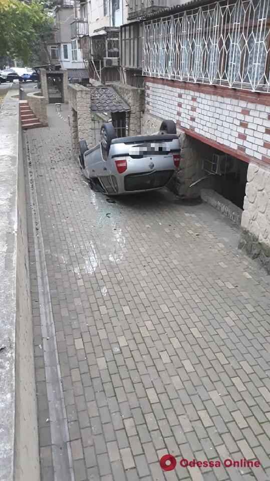 В Одессе на ходу перевернулся автомобиль – пострадал ребенок