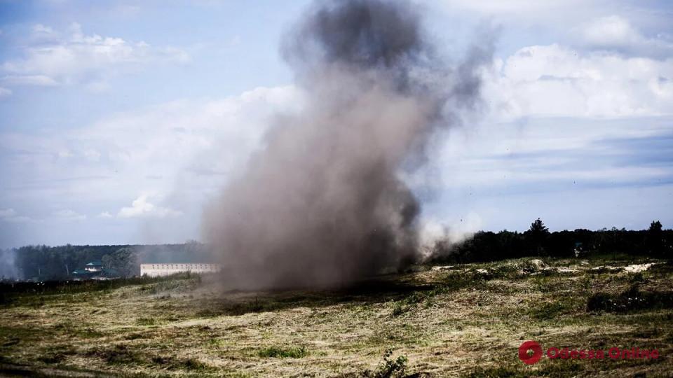 Трое курсантов Одесской военной академии пострадали при взрыве на полигоне