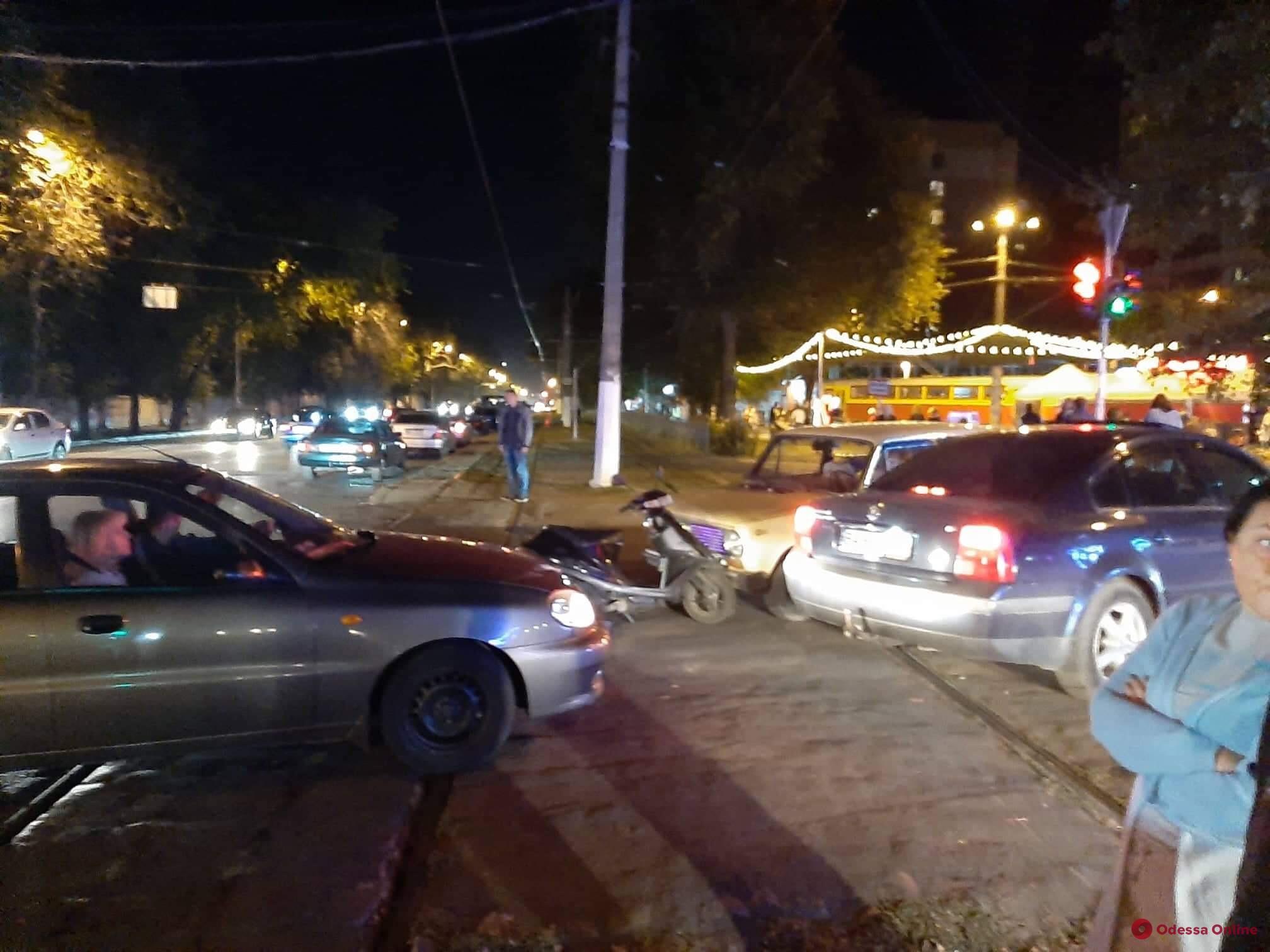 ДТП парализовало движение трамваев на Фонтане в Одессе
