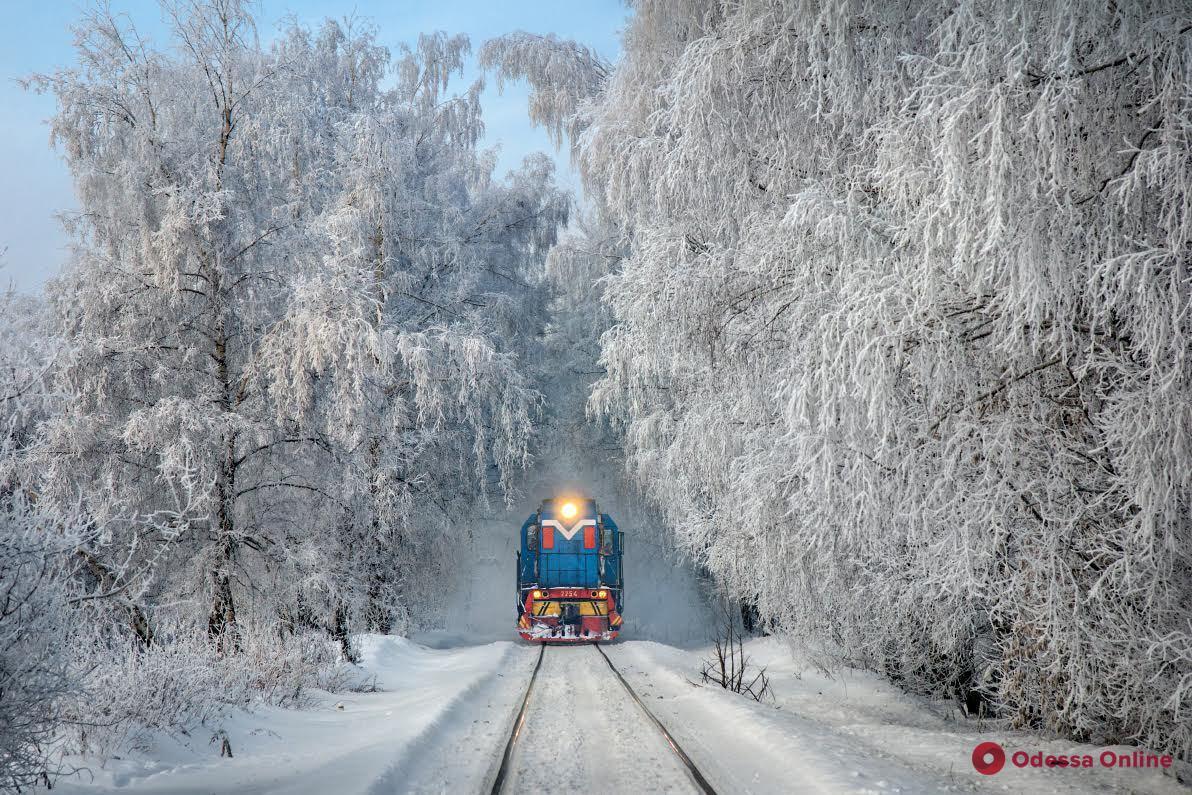Зима близко: Одесская железная дорога подготовила 24 снегоуборочные машины