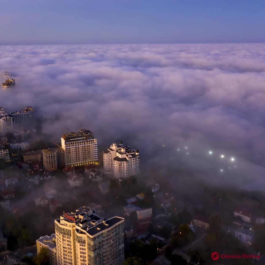Одесситы наблюдали необычный туман (фото)