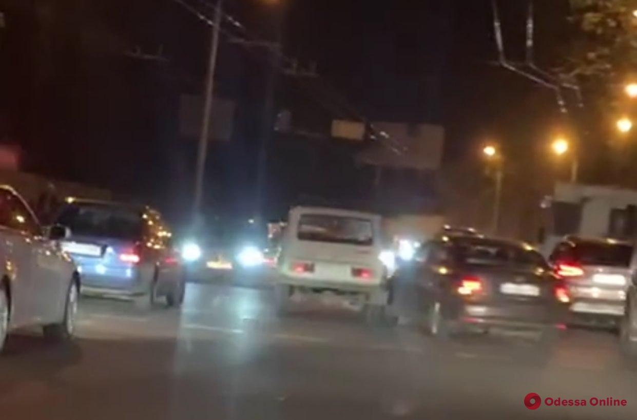 Одесса: движение по Мельницкой затруднено из-за ДТП