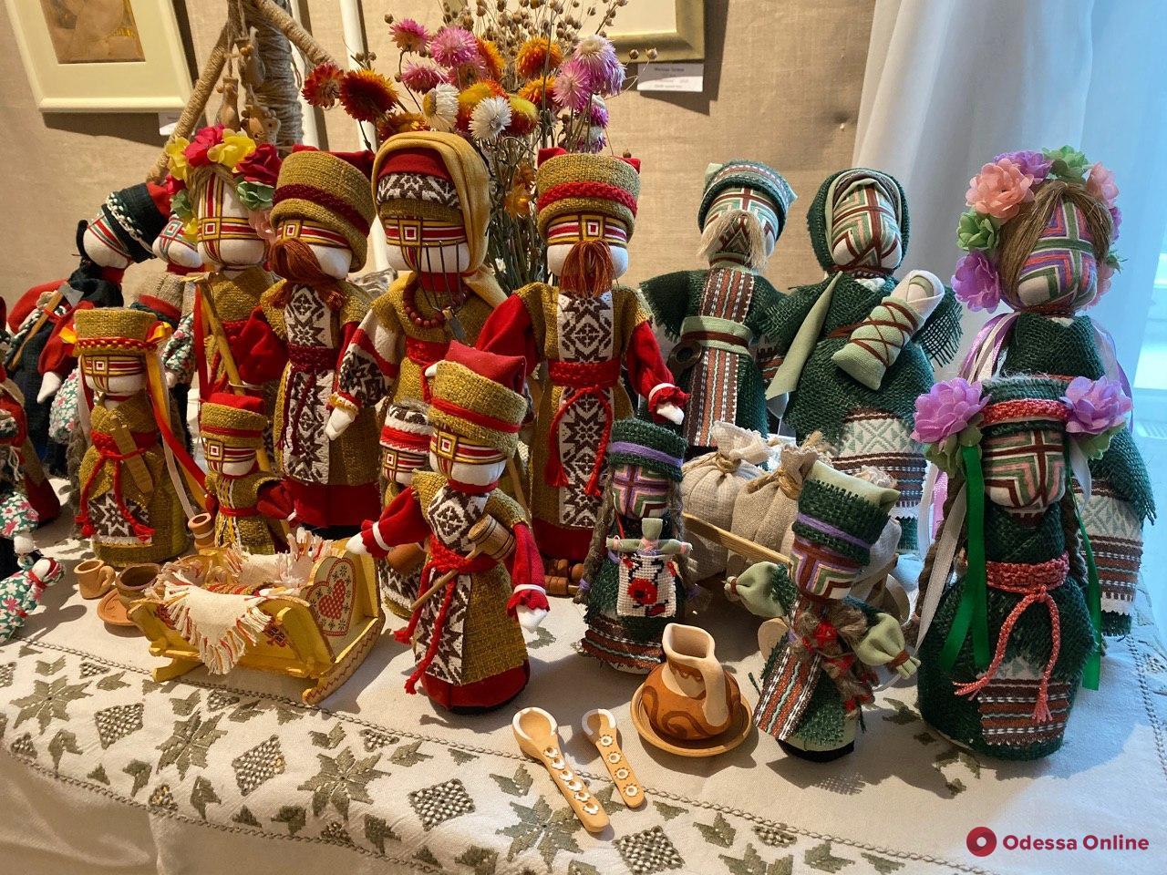 Terra magnifica: в Одессе открылась выставка украинских кукол и костюмов