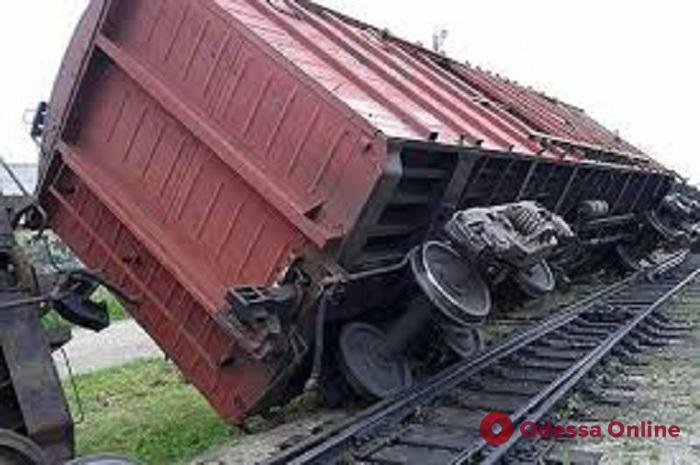 В Одесской области грузовой поезд сошел с рельсов