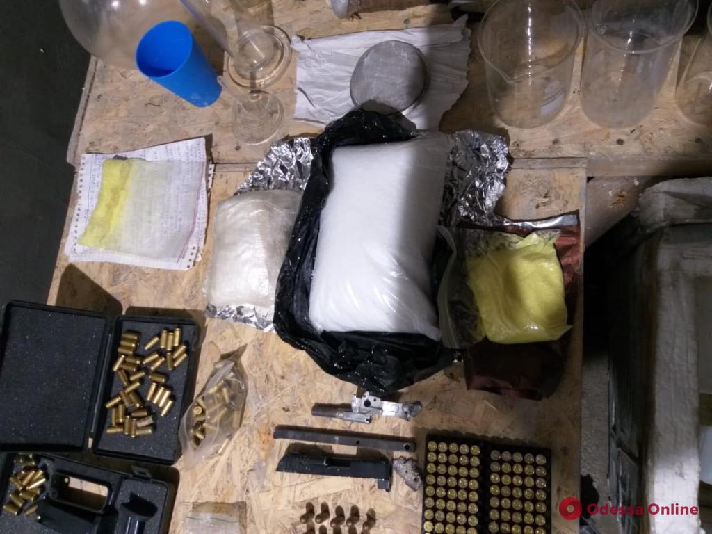Одесская область: наркоторговец и коллекционер оружия приговорен к шести годам тюрьмы