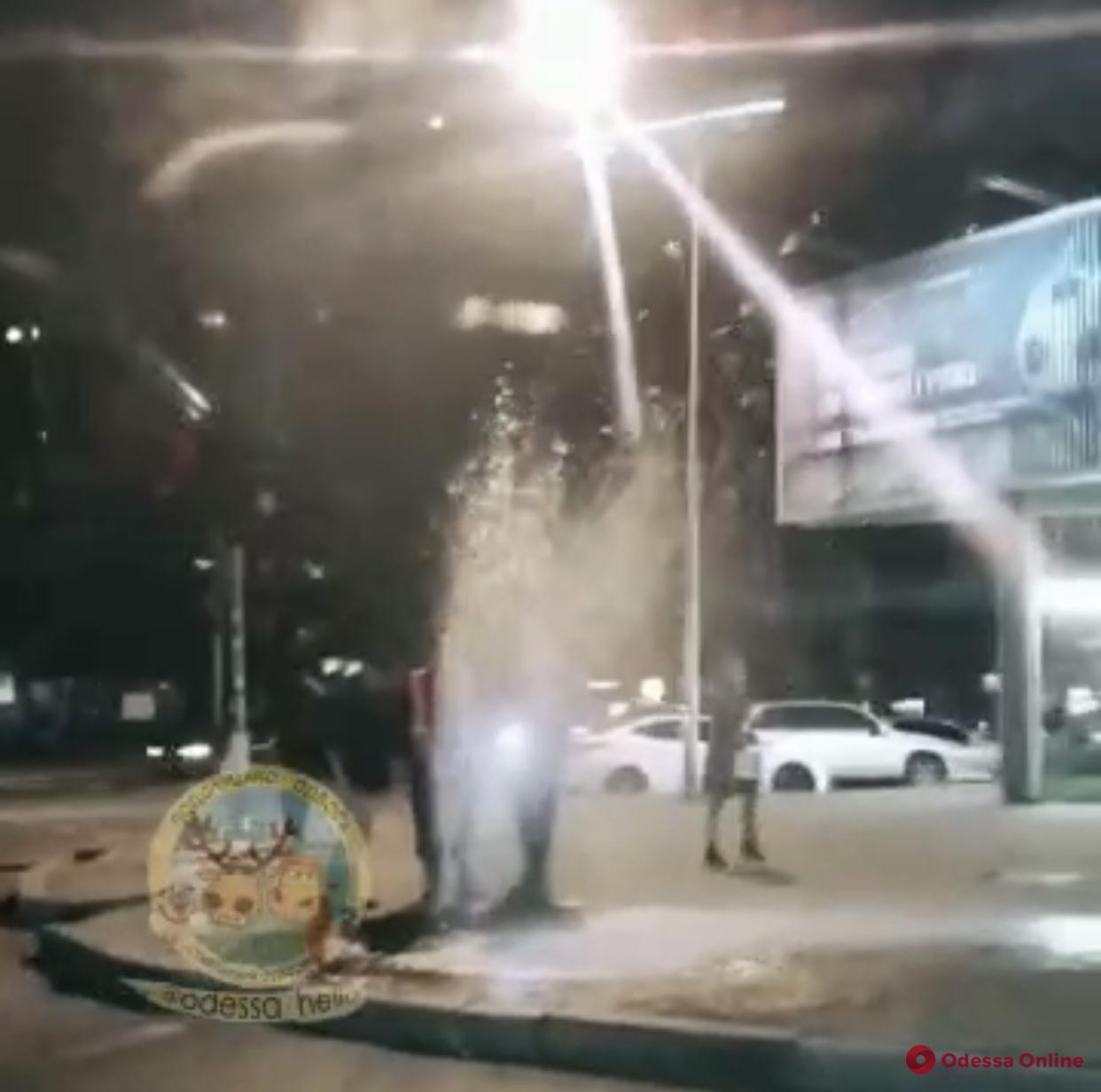Одесса: на 7-й Фонтана образовался «гейзер» (видео)