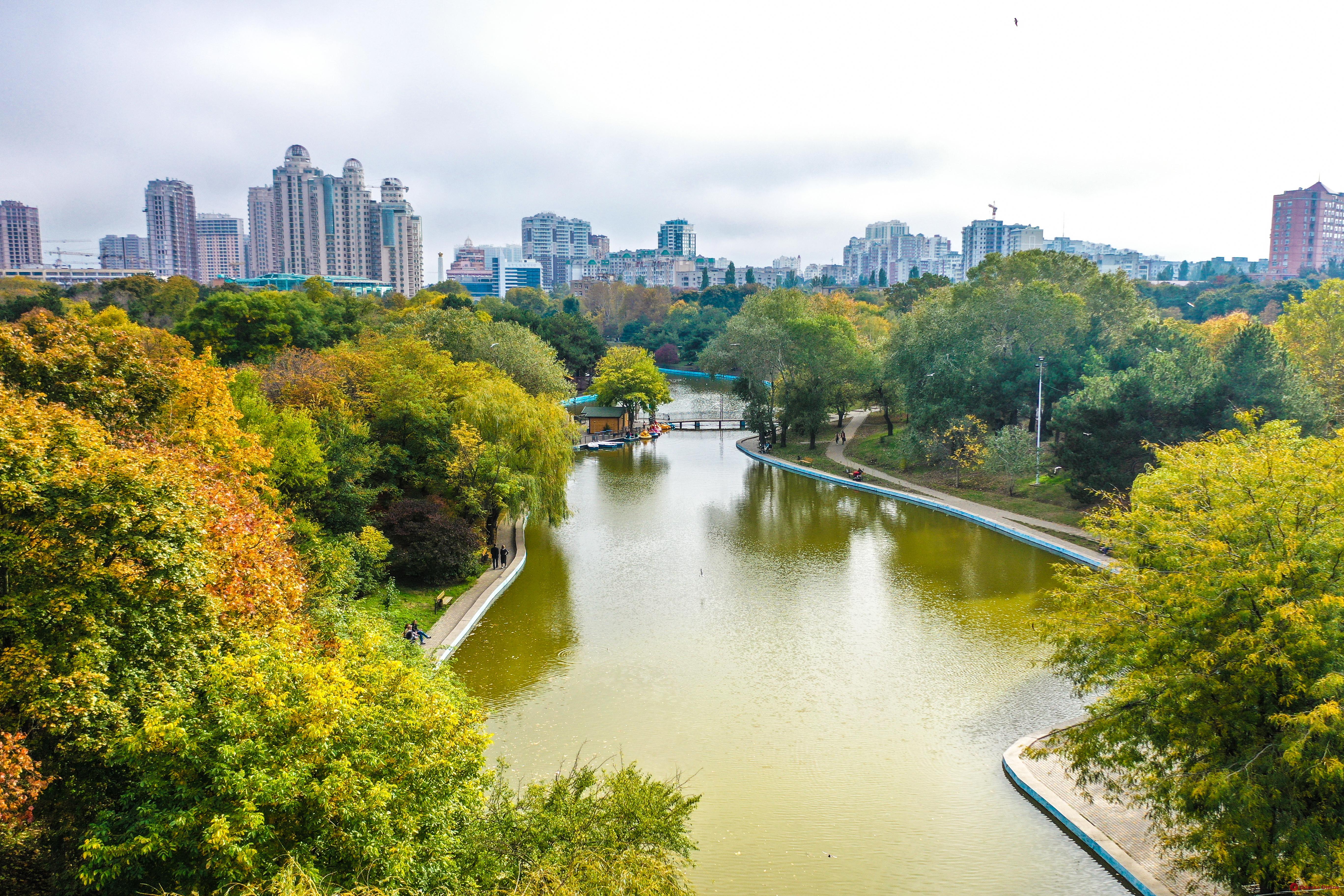 Теплая осень в одесском парке Победы (фоторепортаж)