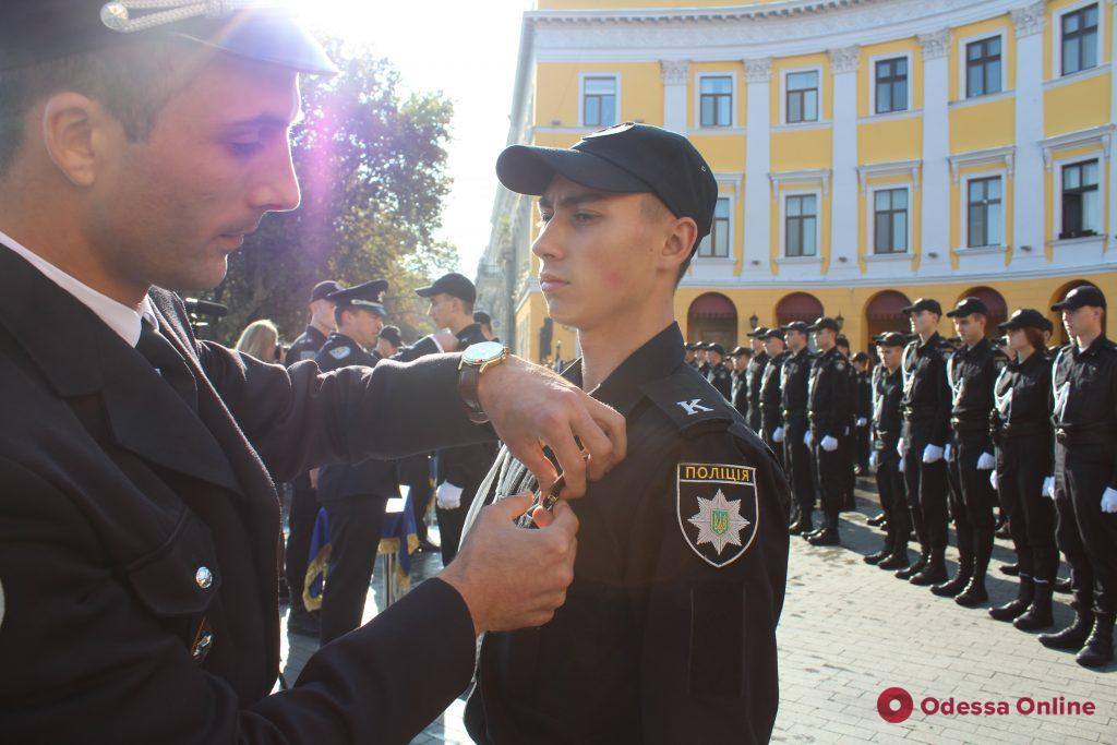 На Приморском бульваре курсанты университета внутренних дел приняли присягу (фото)