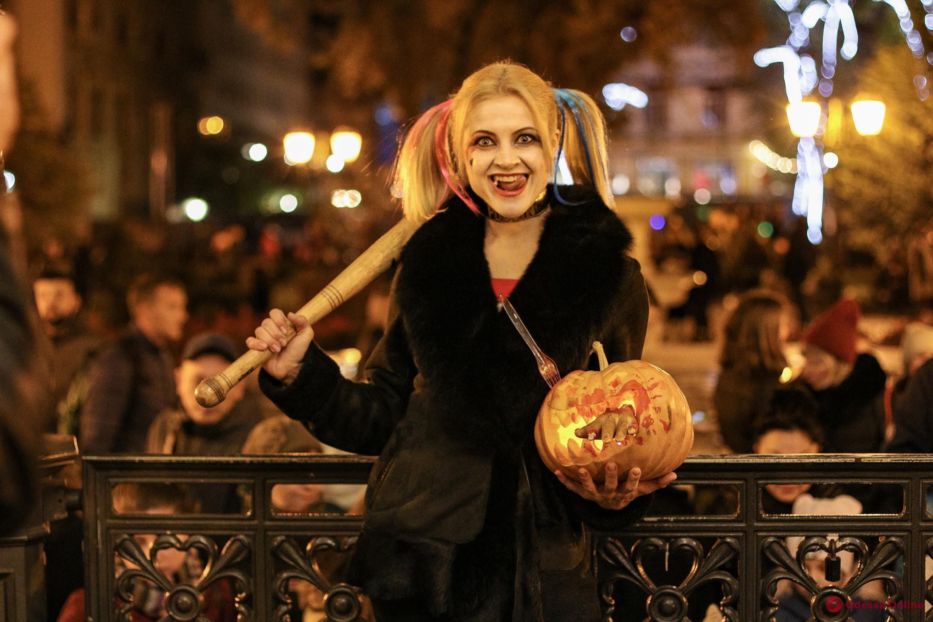 Хеллоуин в Горсаду: одесситы отметили самый страшный праздник (фоторепортаж)