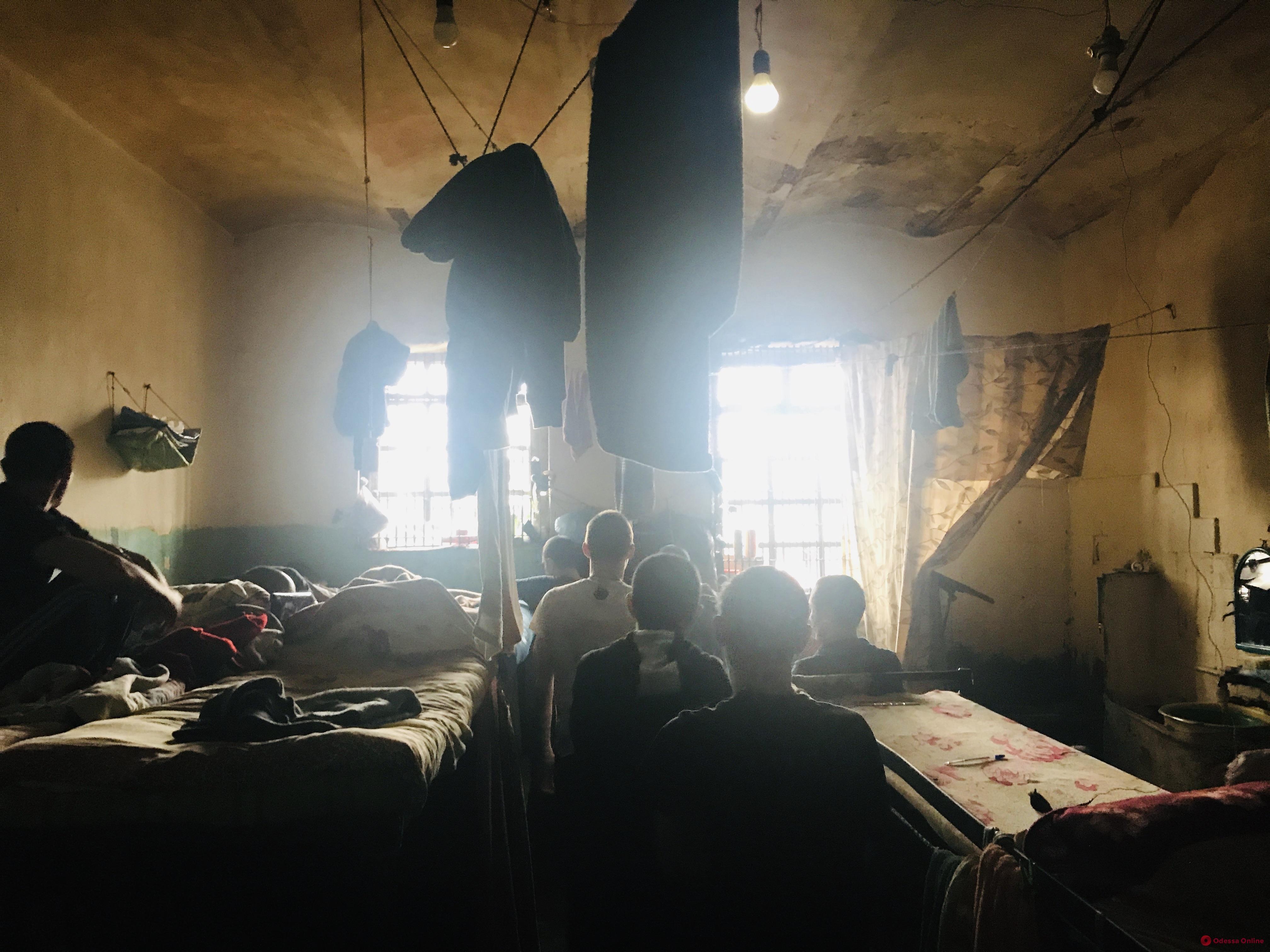 Переполненные камеры, плесень и крысы: в Одесский СИЗО снова нагрянули с проверкой