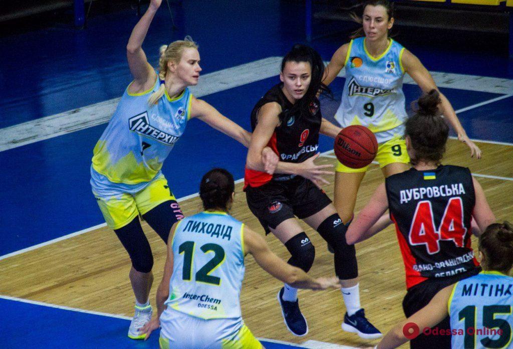 Одесские баскетболистки в непростом матче обыграли соперниц из Ивано-Франковска