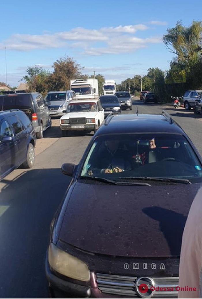 Жители Одесской области заблокировали трассу и требуют ее ремонта