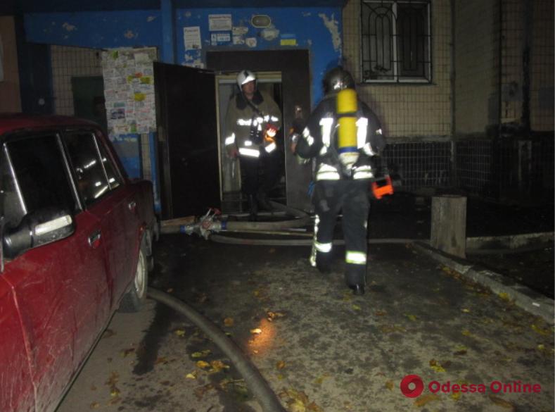 В многоэтажке на поселке Котовского тушили пожар – людей эвакуировали