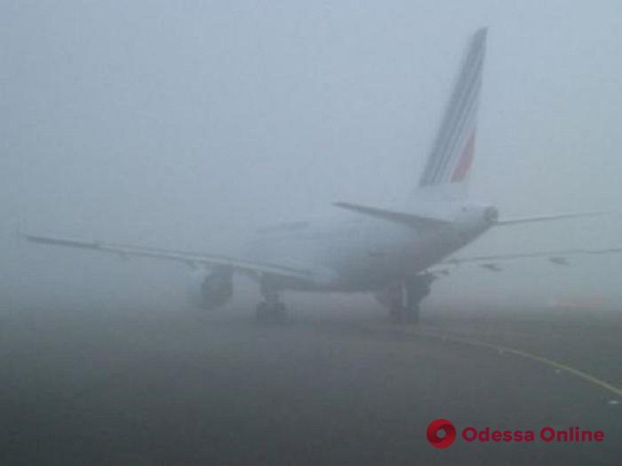 В Одесском аэропорту из-за густого тумана задерживаются рейсы