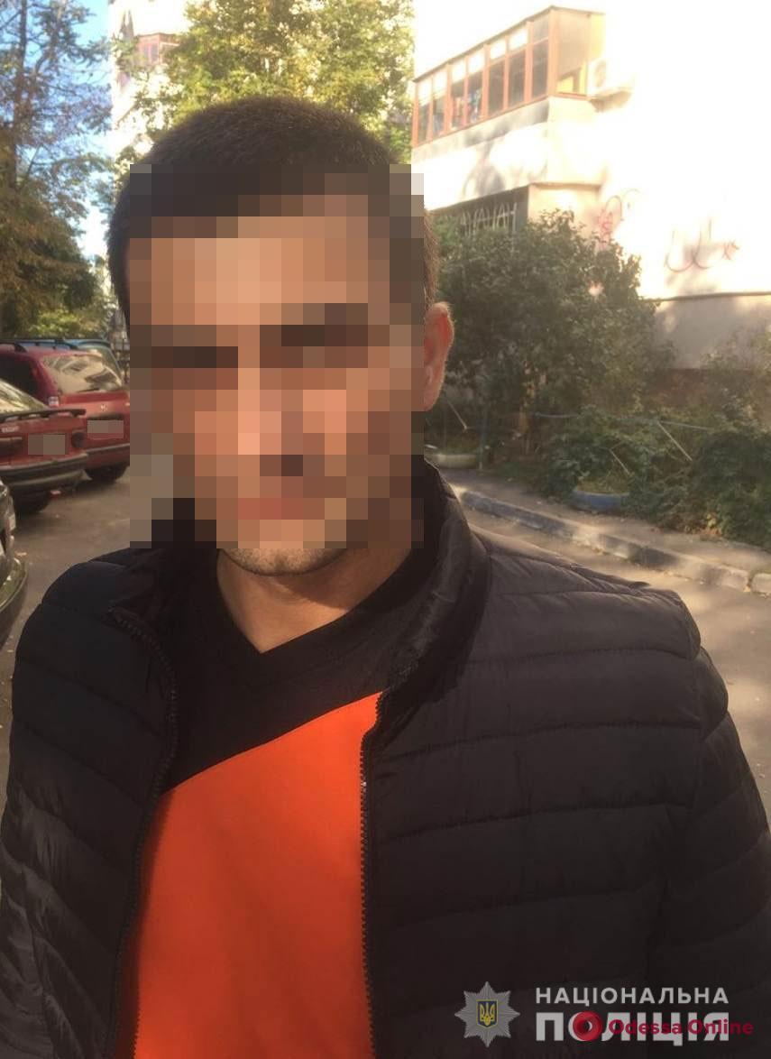 Скрывался от суда: одесские полицейские поймали находившегося в розыске иностранца