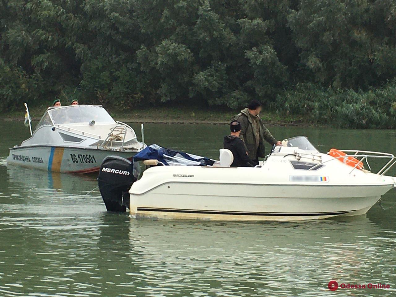 На Дунае пограничники с погоней ловили нелегалов на катере