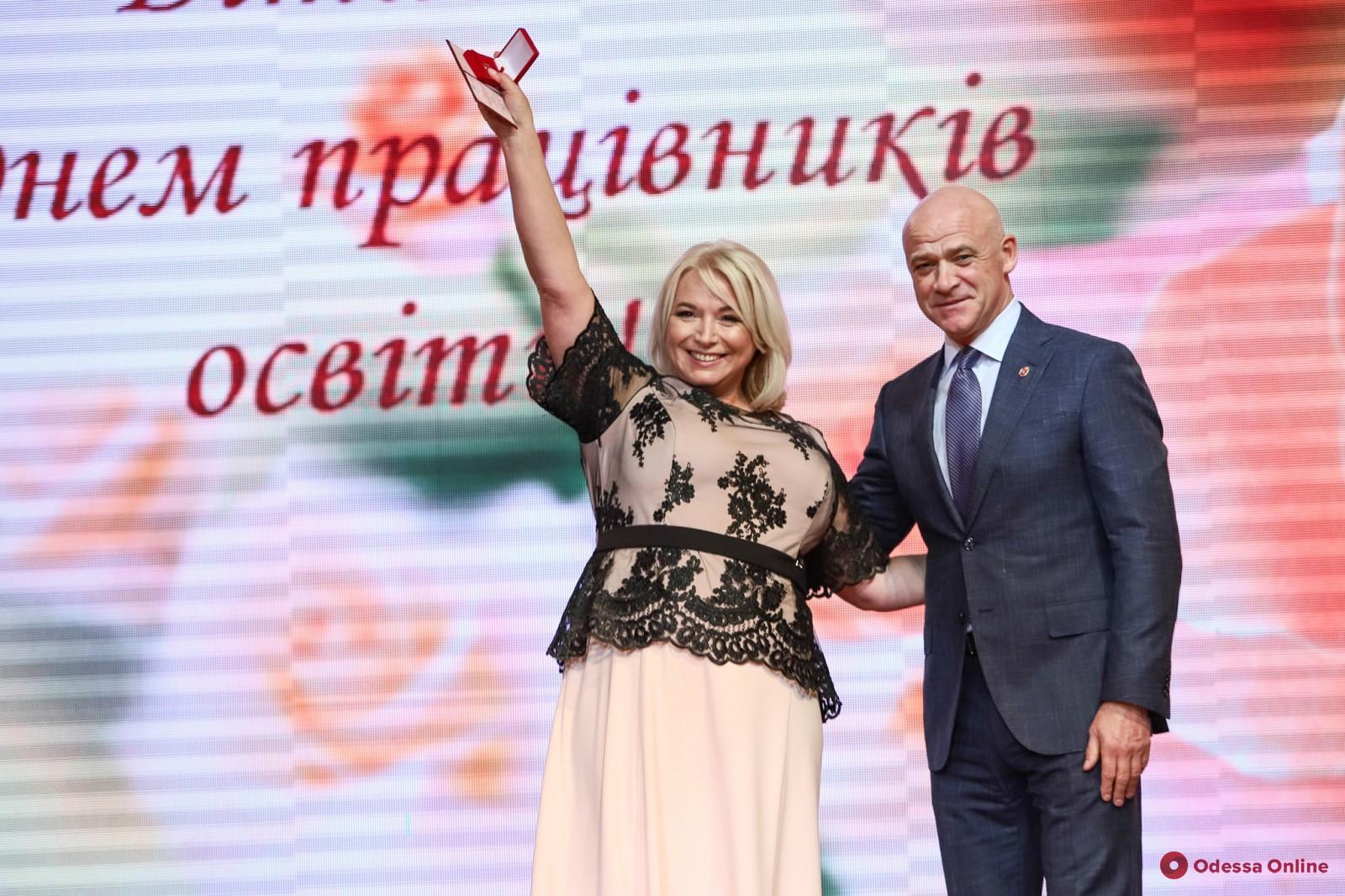 Мэр Одессы поздравил учителей с профессиональным праздником