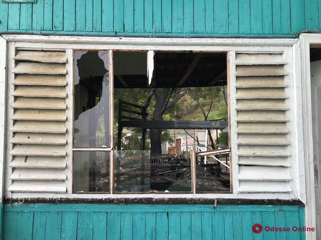 На Чкаловском пляже в Одессе горели домики (фото)