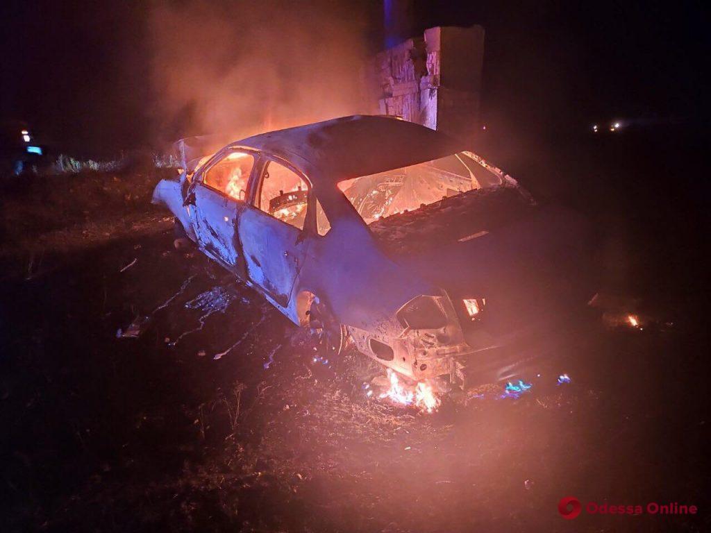 В Одесской области Volkswagen врезался в бетонный блок и загорелся – есть погибшие