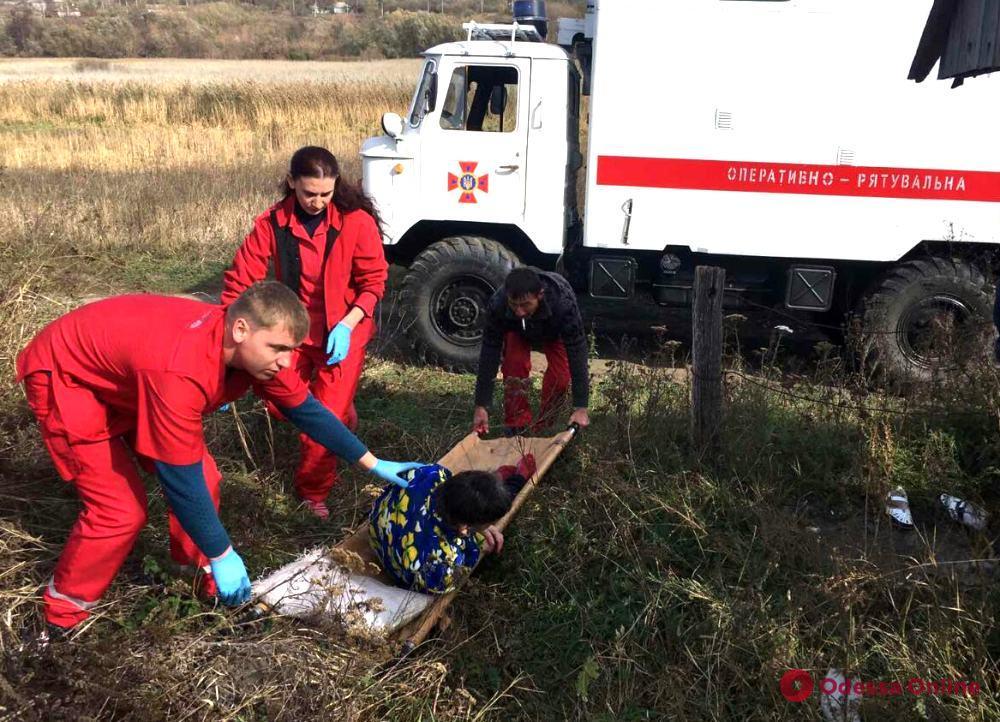 В Одесской области спасатели достали женщину из пятиметрового колодца