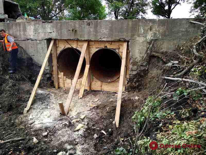 В Болградском районе восстанавливают провалившийся участок дороги