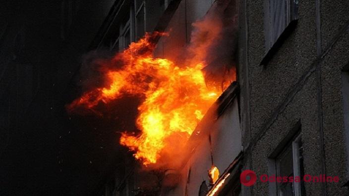 На Черемушках при пожаре пострадали два человека