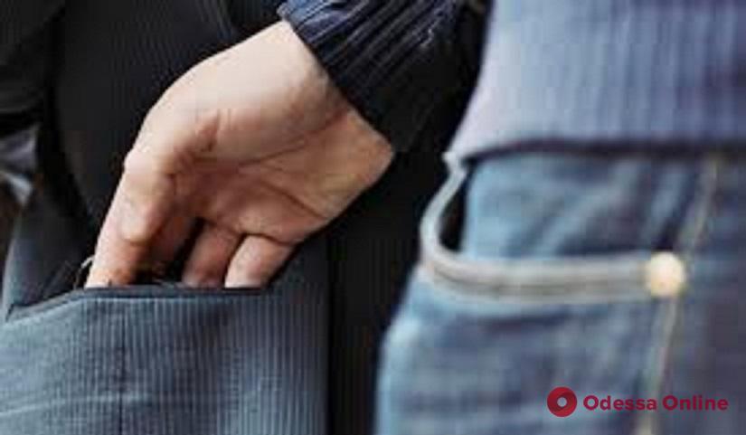 На Дерибасовской одессит попался в «радушные» объятия вора-иностранца