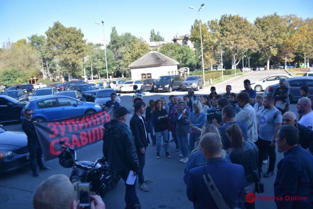 Под ОГА прошел митинг в поддержку заключенной под стражу администратора «Токио Стар»