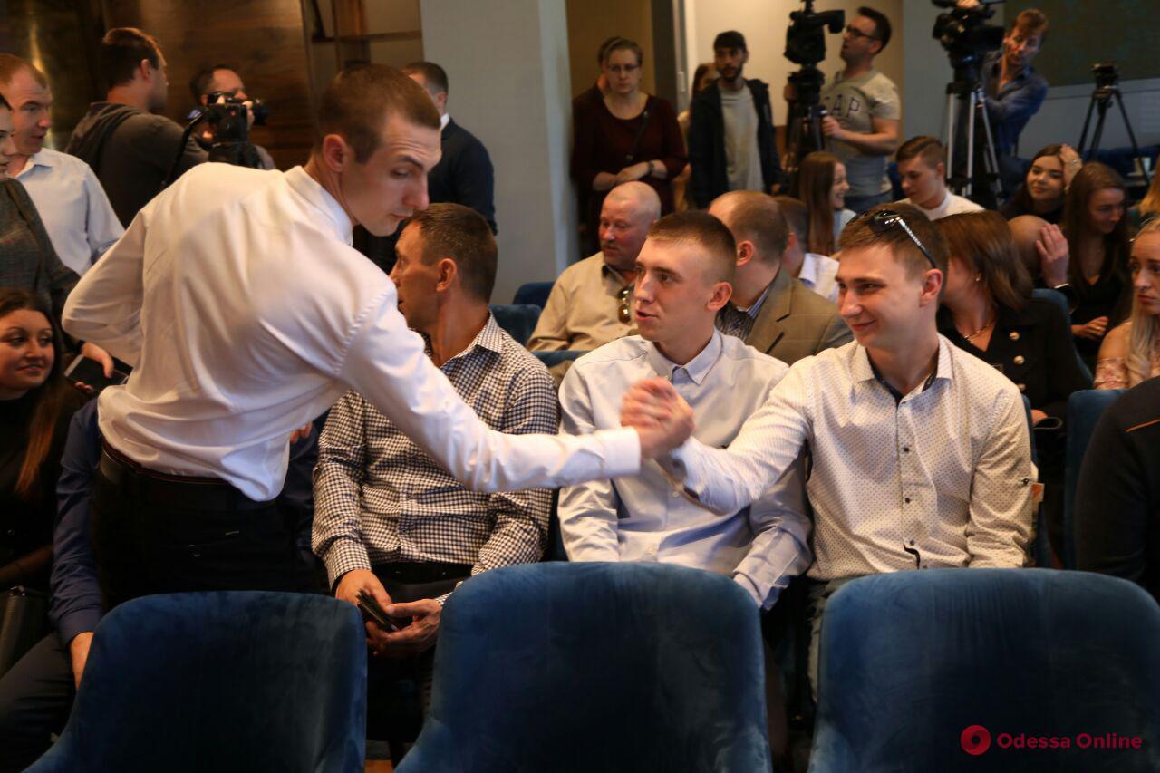 Освобожденным из плена морякам вручили сертификаты на квартиры под Одессой
