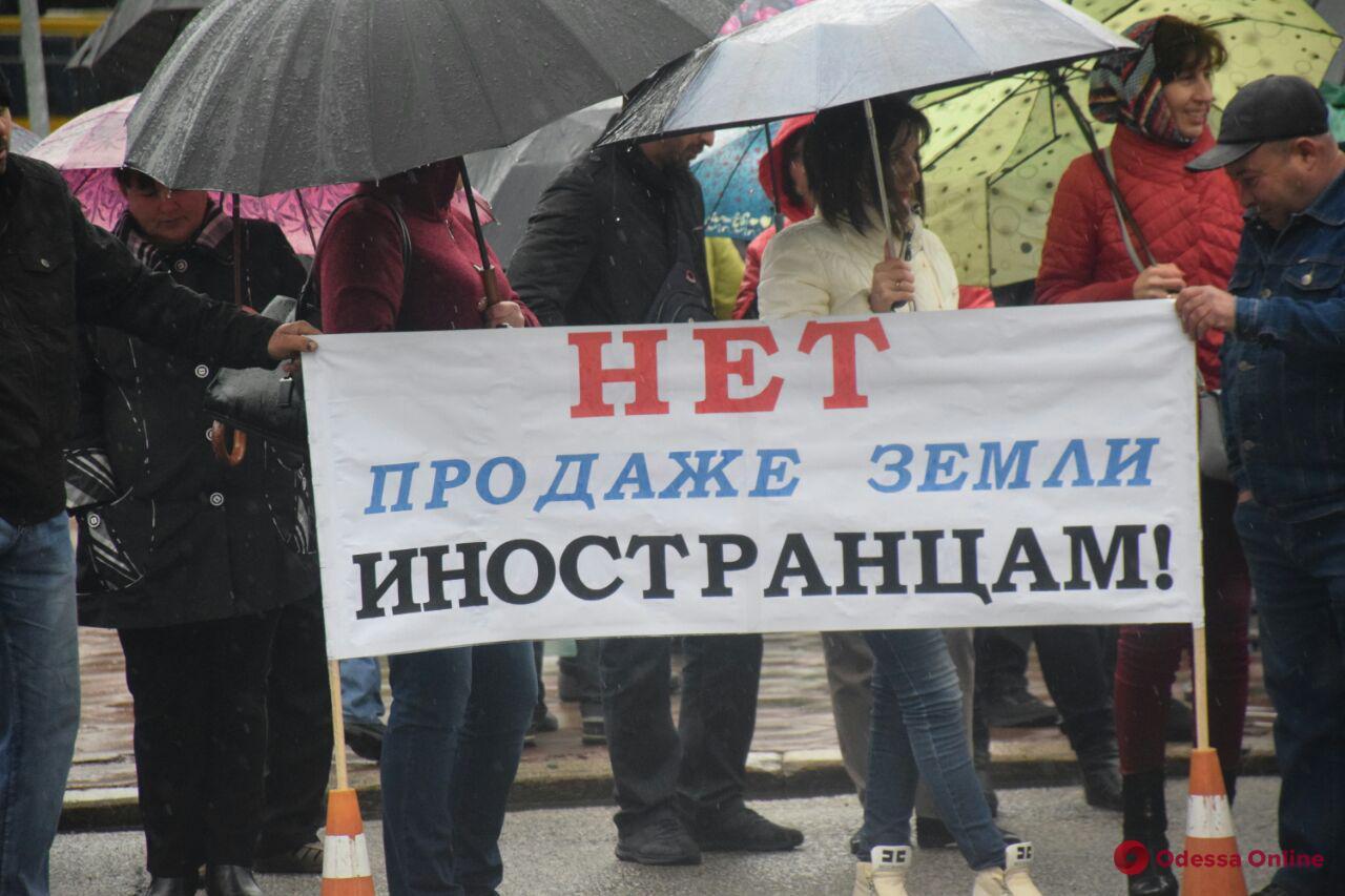 Под облгосадминистрацией аграрии митинговали против продажи земли (обновлено)