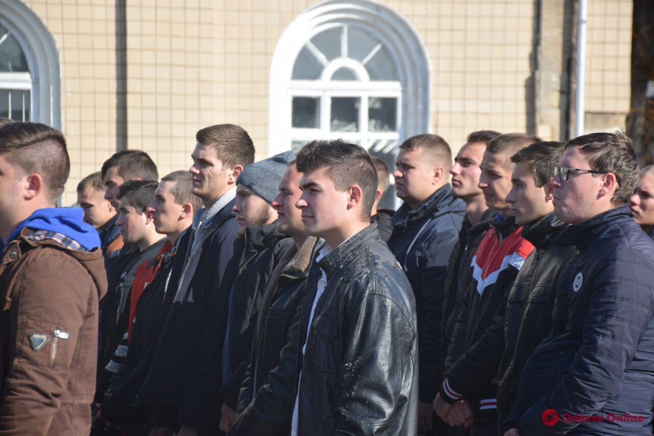 В Одессе сотня призывников пополнила ряды украинской армии (фото)