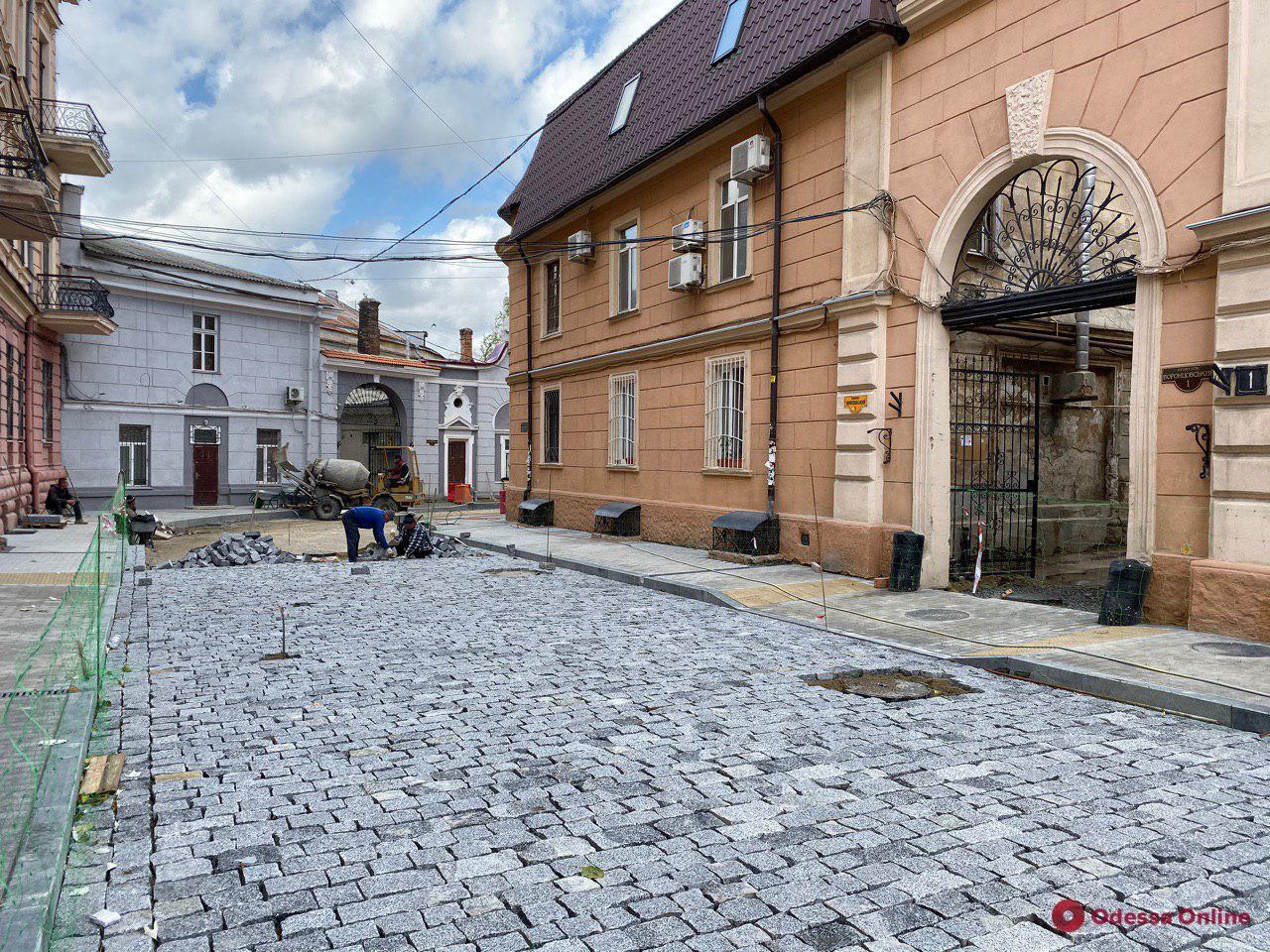 Лавовые плиты и гранитная брусчатка: как проходит капитальный ремонт Воронцовского переулка (фото)