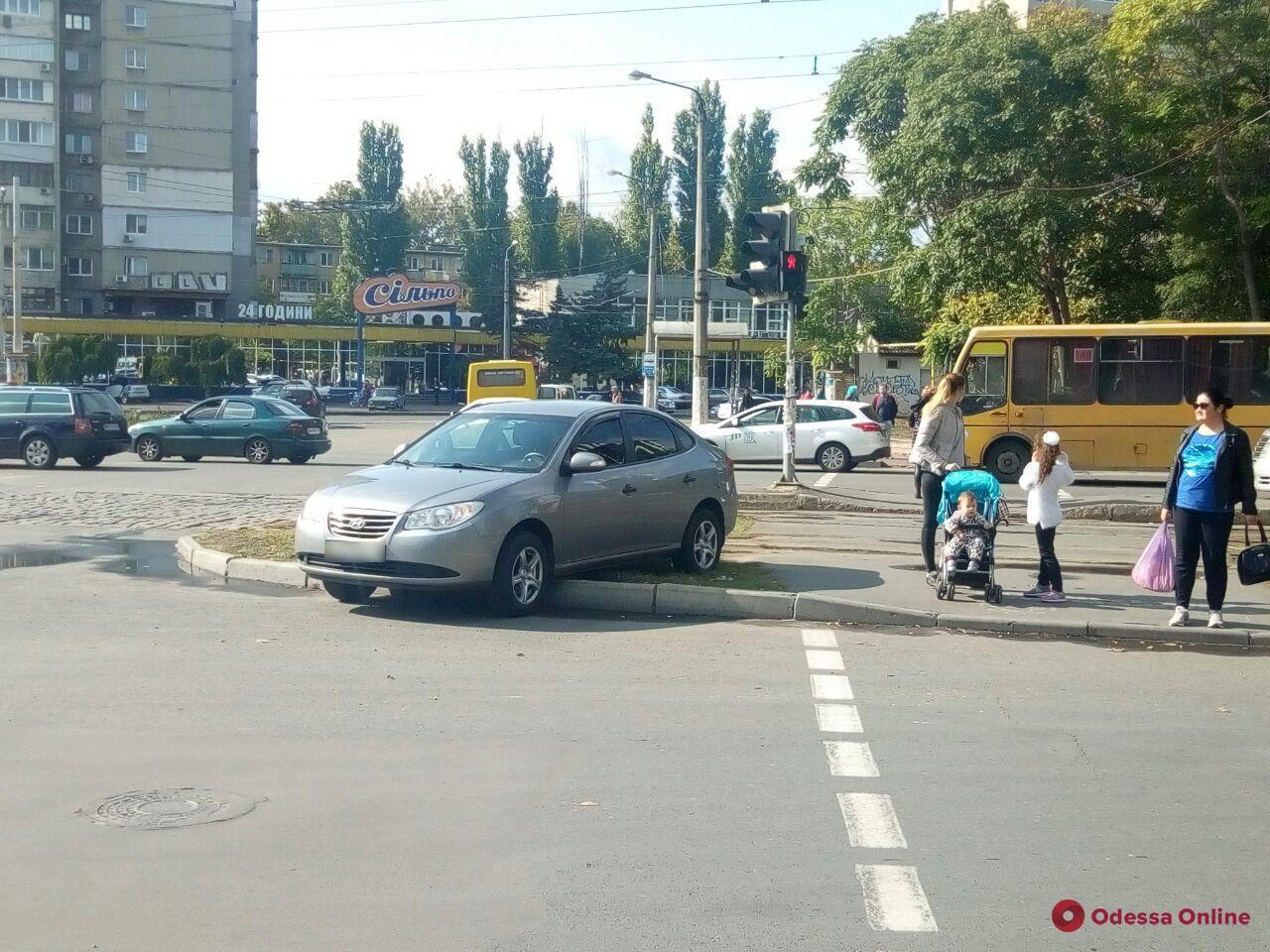 На площади Толбухина столкнулись две легковушки