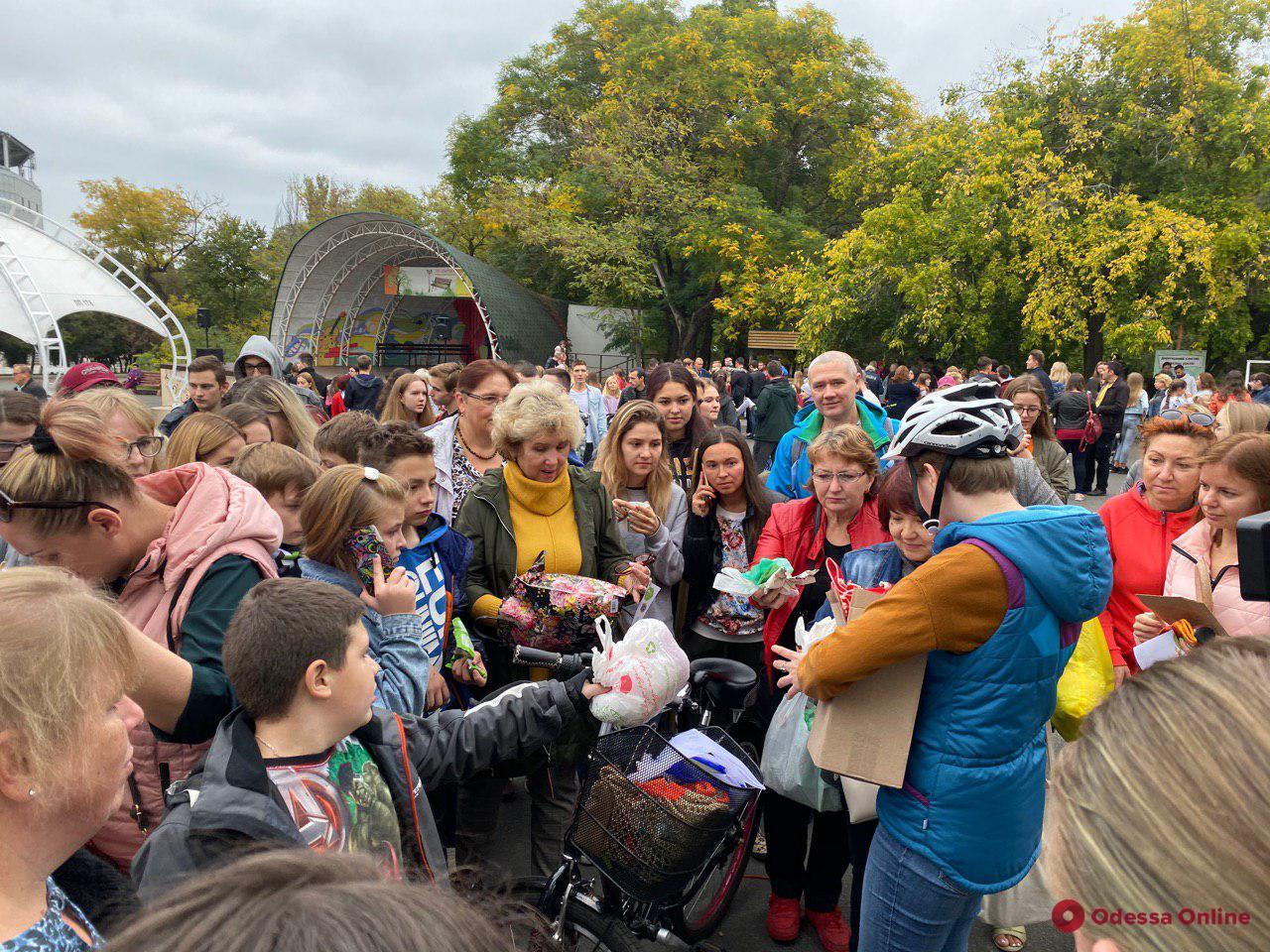 В парке Шевченко одесситы высаживали деревья и избавлялись от пластика (фото)
