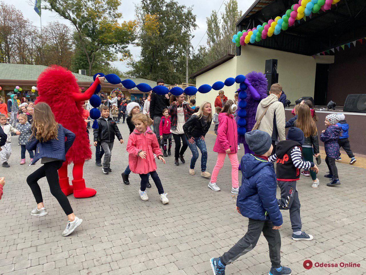Призы, дискотека и новый арт-объект: одесситы празднуют день рождения парка Горького (фоторепортаж)