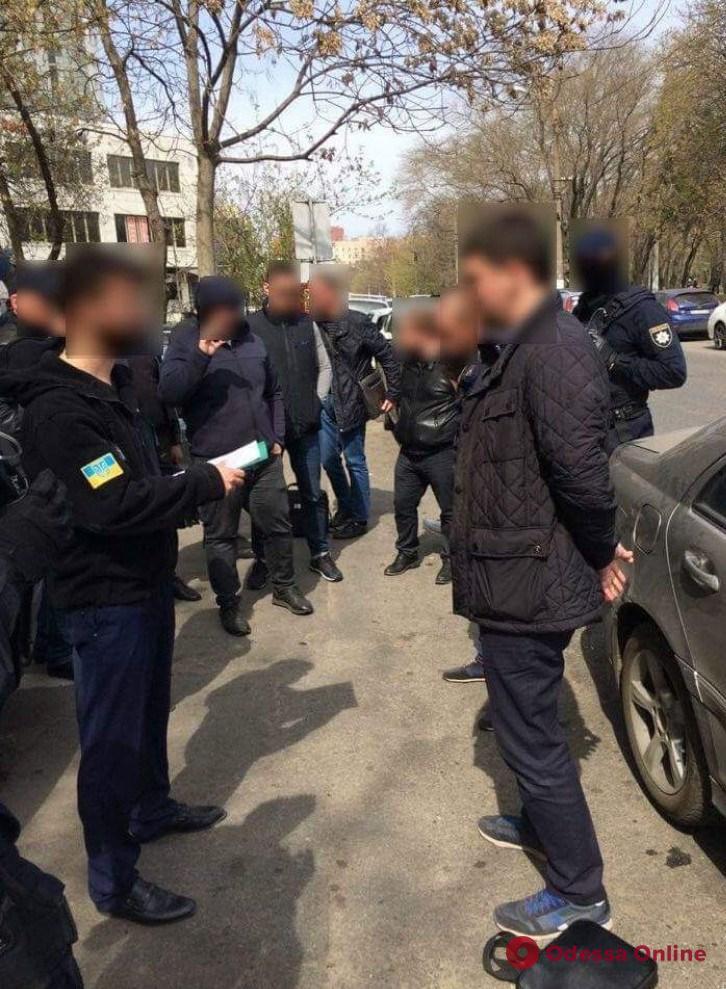 Пообещал за 10 тысяч долларов выпустить из СИЗО: в Одессе будут судить прокурора-мошенника