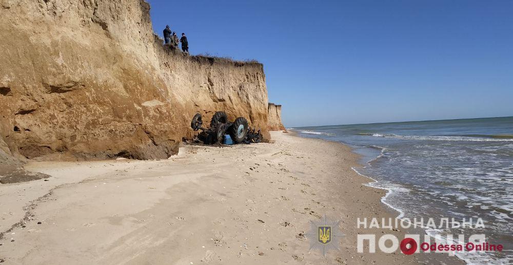 В Одесской области трактор упал со склона – погиб водитель