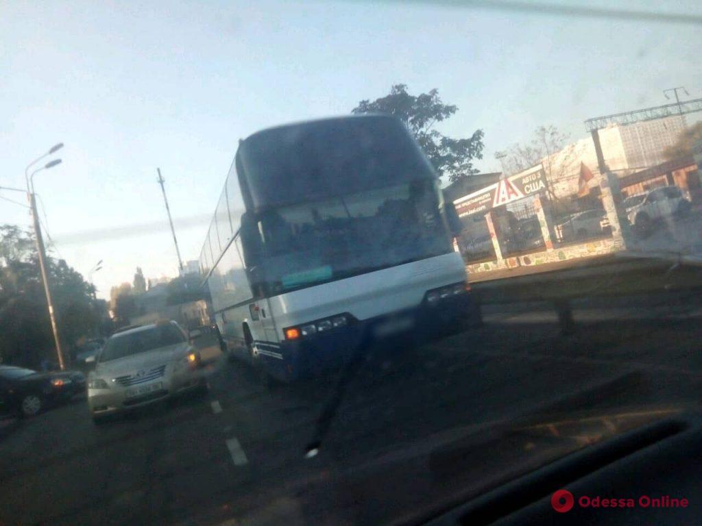 На Среднефонтанской столкнулись автобус, маршрутка и легковушка