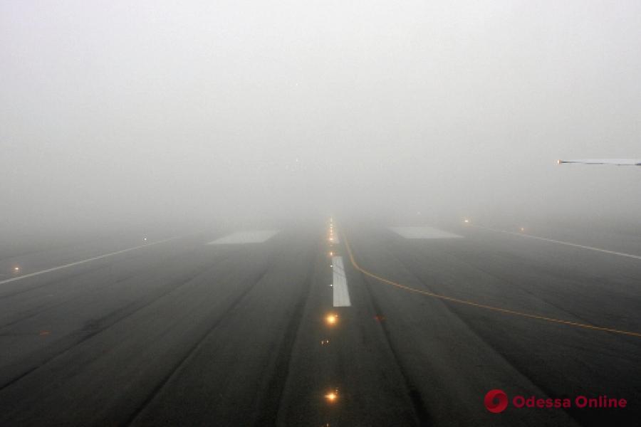 В Одесском аэропорту из-за тумана задерживаются рейсы